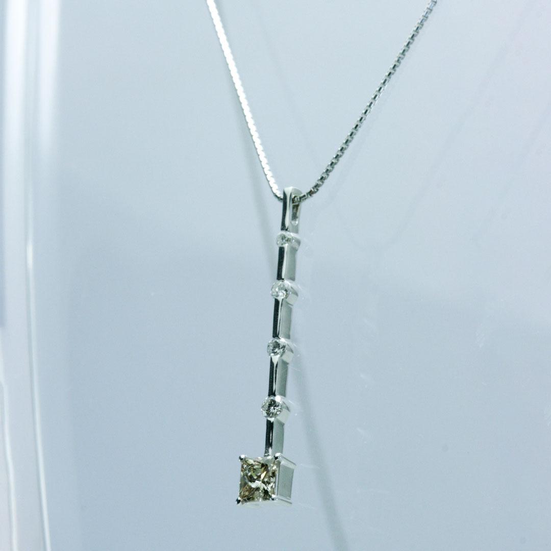 ブラウンダイヤモンド5個 縦長 K18WG製 ペンダント  ◇