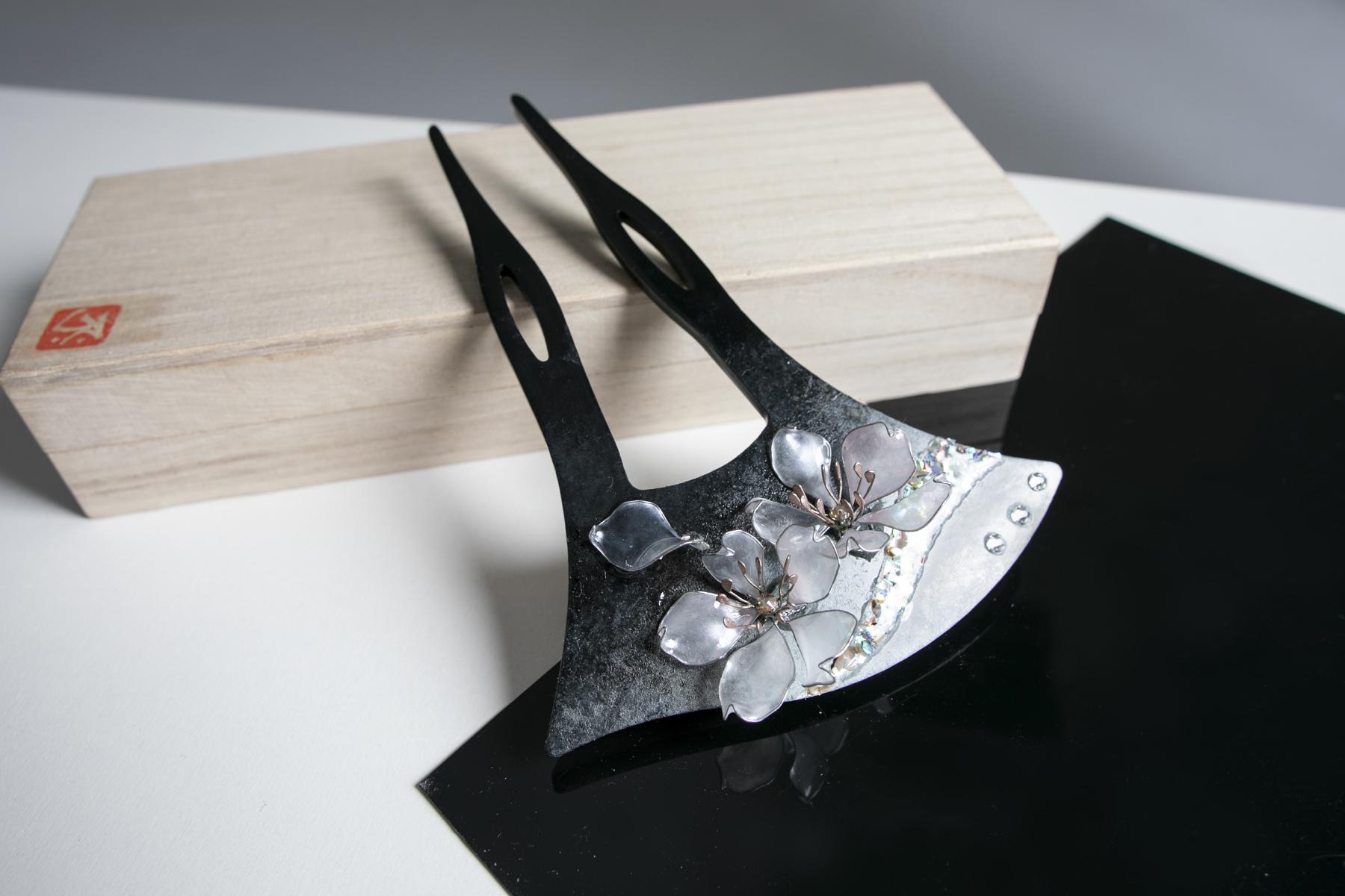【絢爛】ー灰銀桜のバチ型 cherry of ash silver
