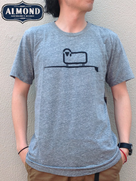 ALMOND SURFBOARDS&DESIGN × WOOLRICH(アーモンドサーフボードデザイン × ウールリッチ) SURFING SHEEP T-SHIRTS Grey(グレー)