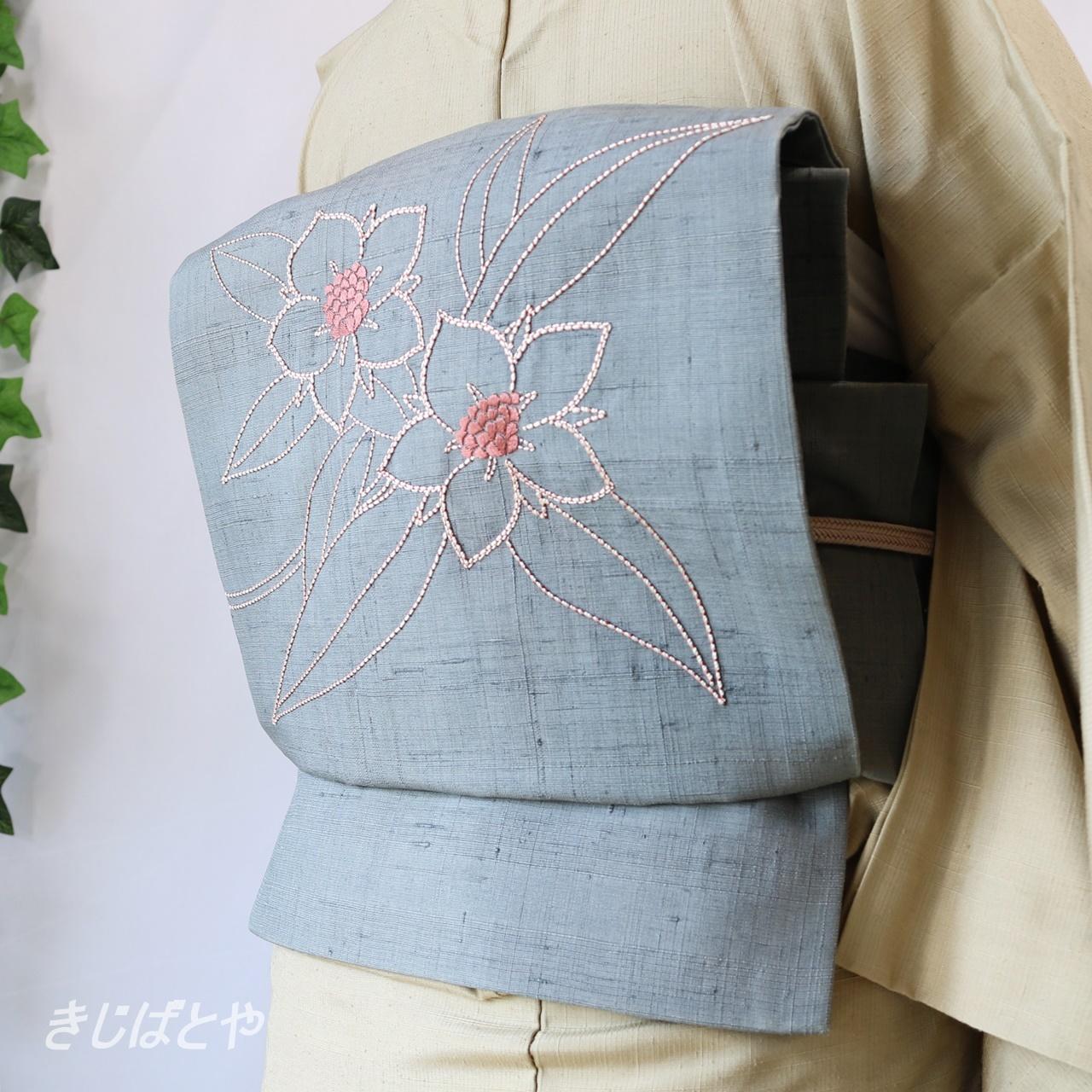 正絹紬 納戸鼠に花の刺繍のなごや