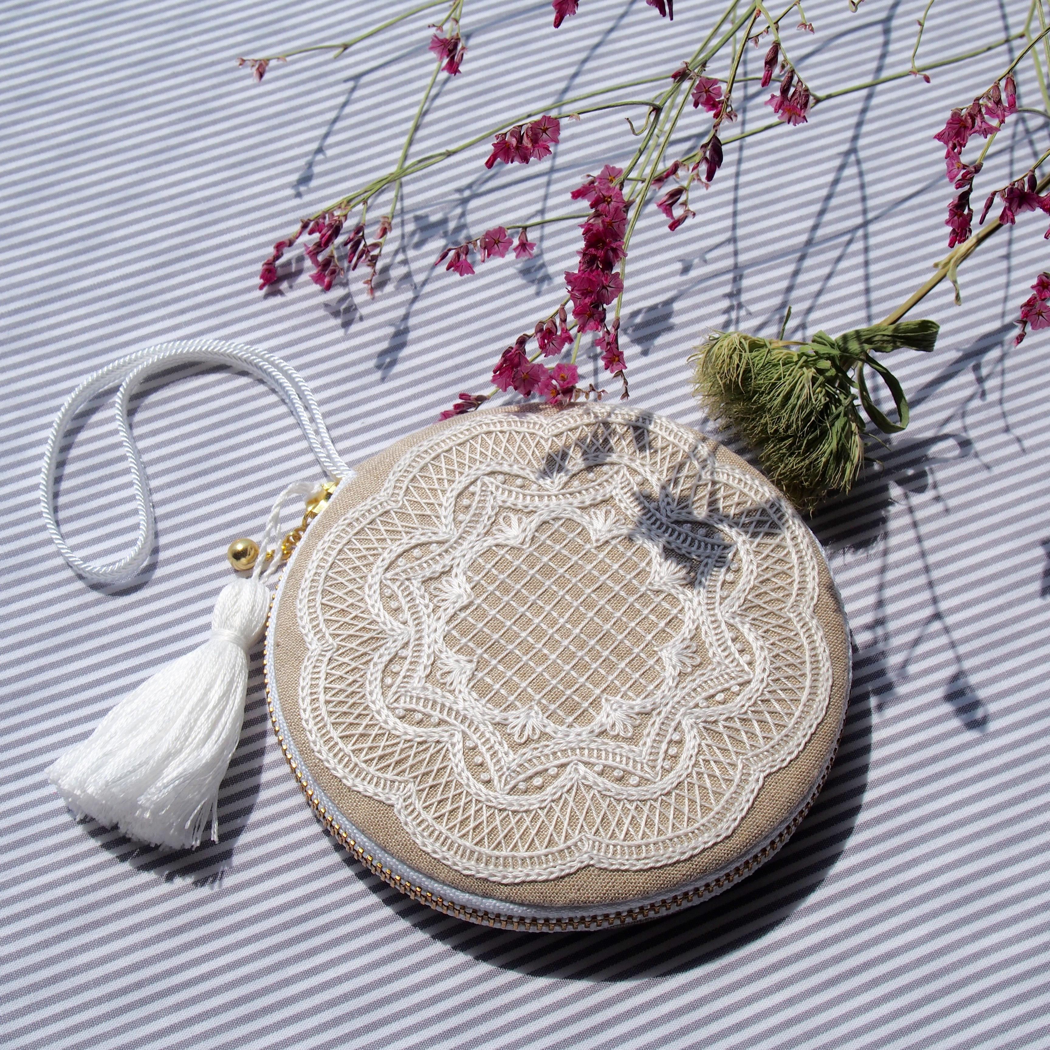 刺繍のキット 小さな丸ポーチ