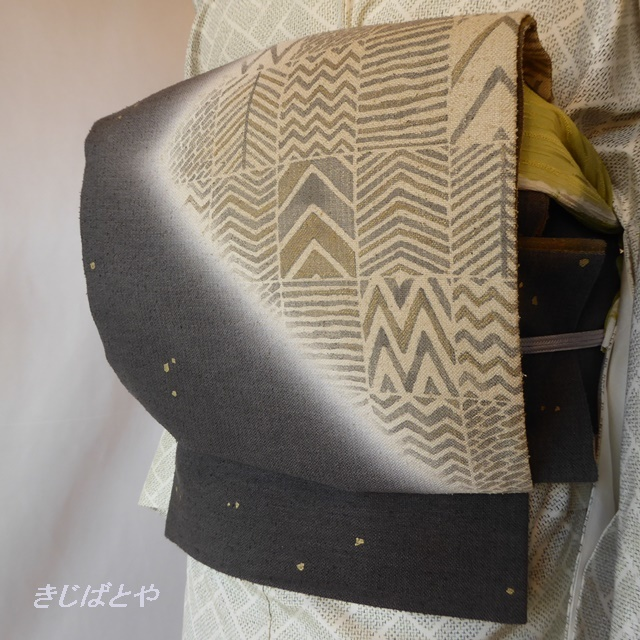 正絹 消炭黒に幾何学模様の袋帯