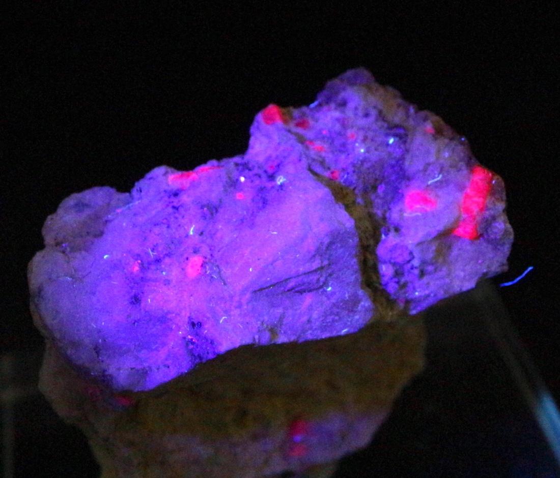 カリフォルア産 コランダム ルビー サファイア 原石  22,5g RB027 鉱物 天然石