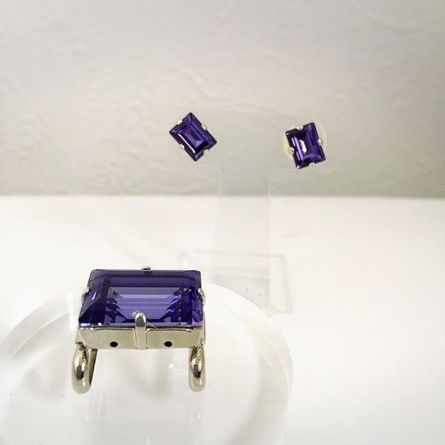 スワロフスキーの帯留めとピアス(イヤリング)のセット【紫】