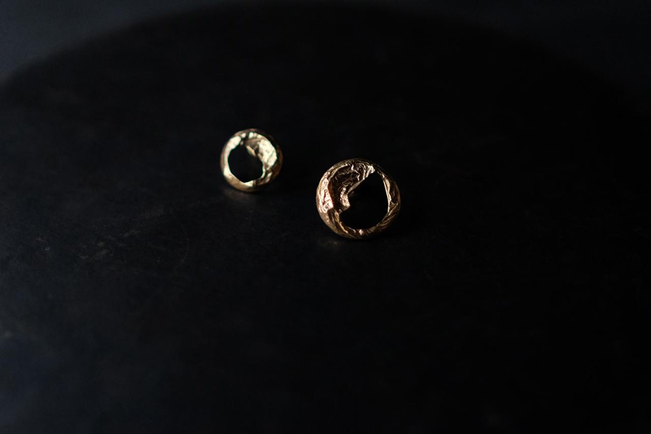 シワの丸ピアス・イヤリング(gold)