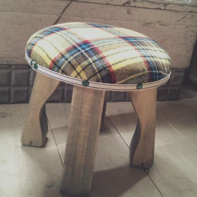 wood market 背の低い椅子 黄色チェック 丸形