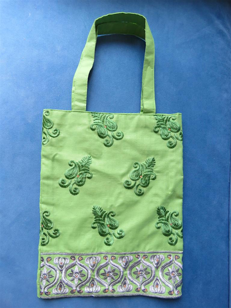 刺繍で上品な少し大人なこだわり生地で作られた Special Tote bag 3