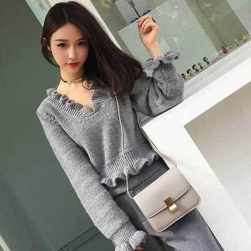 ウェーブフリル♪Vネックセーター