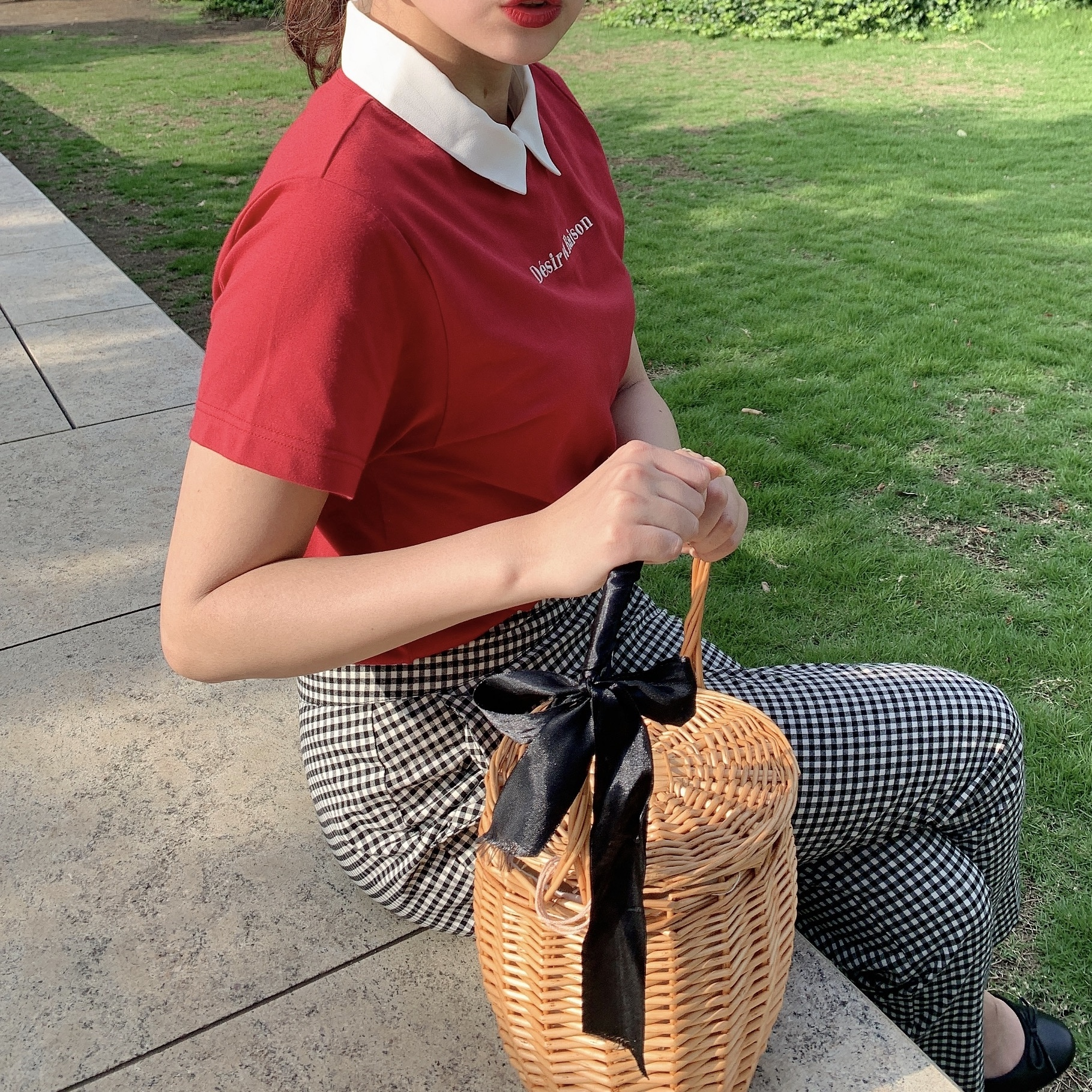round ribbon rattan bag