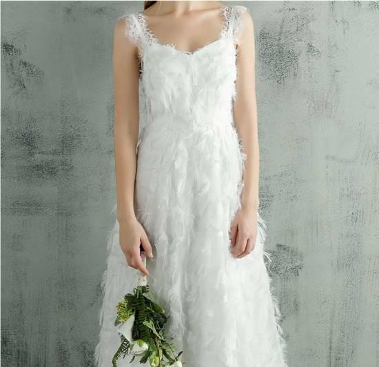 1dfe2048cbc79 ウェディングドレス 大きいサイズ 白 二次会 花嫁 激安 大人気 ふわふわフェザー ホルターネック. 繊細なフェザー調生地が華やかなロングドレスです。