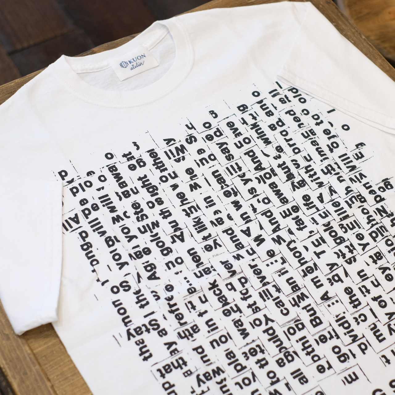 KUON×TAGS WKGPTY 半袖Tシャツ バックロゴ ホワイト WOVEN SONG