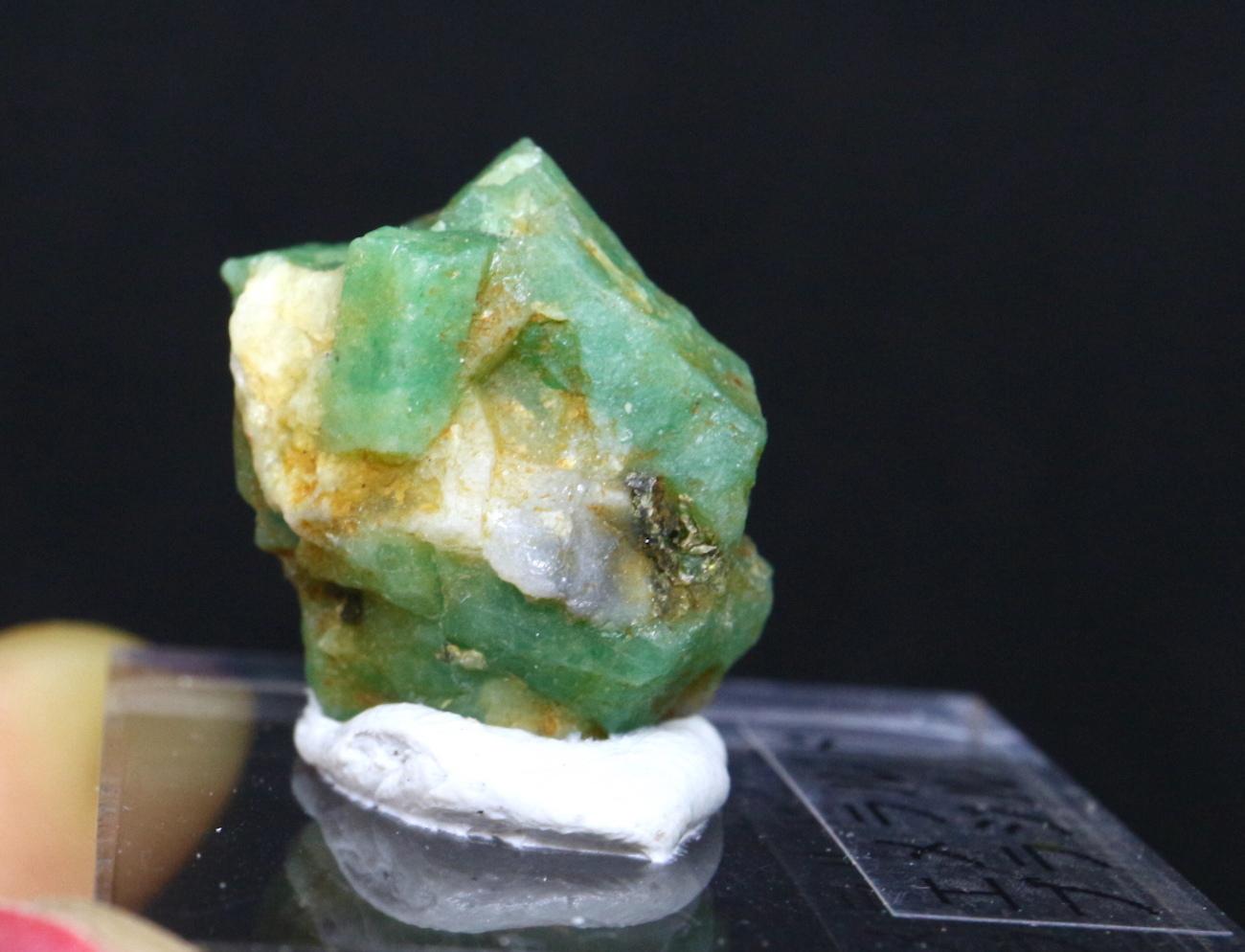 エメラルド 原石 標本 鉱物 台付き ED042 ベリル 緑柱石 パワーストーン