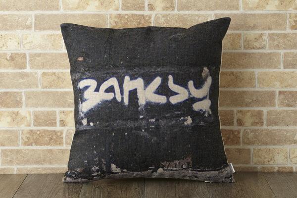 バンクシー Banksy クッションカバー バンクシーロゴ
