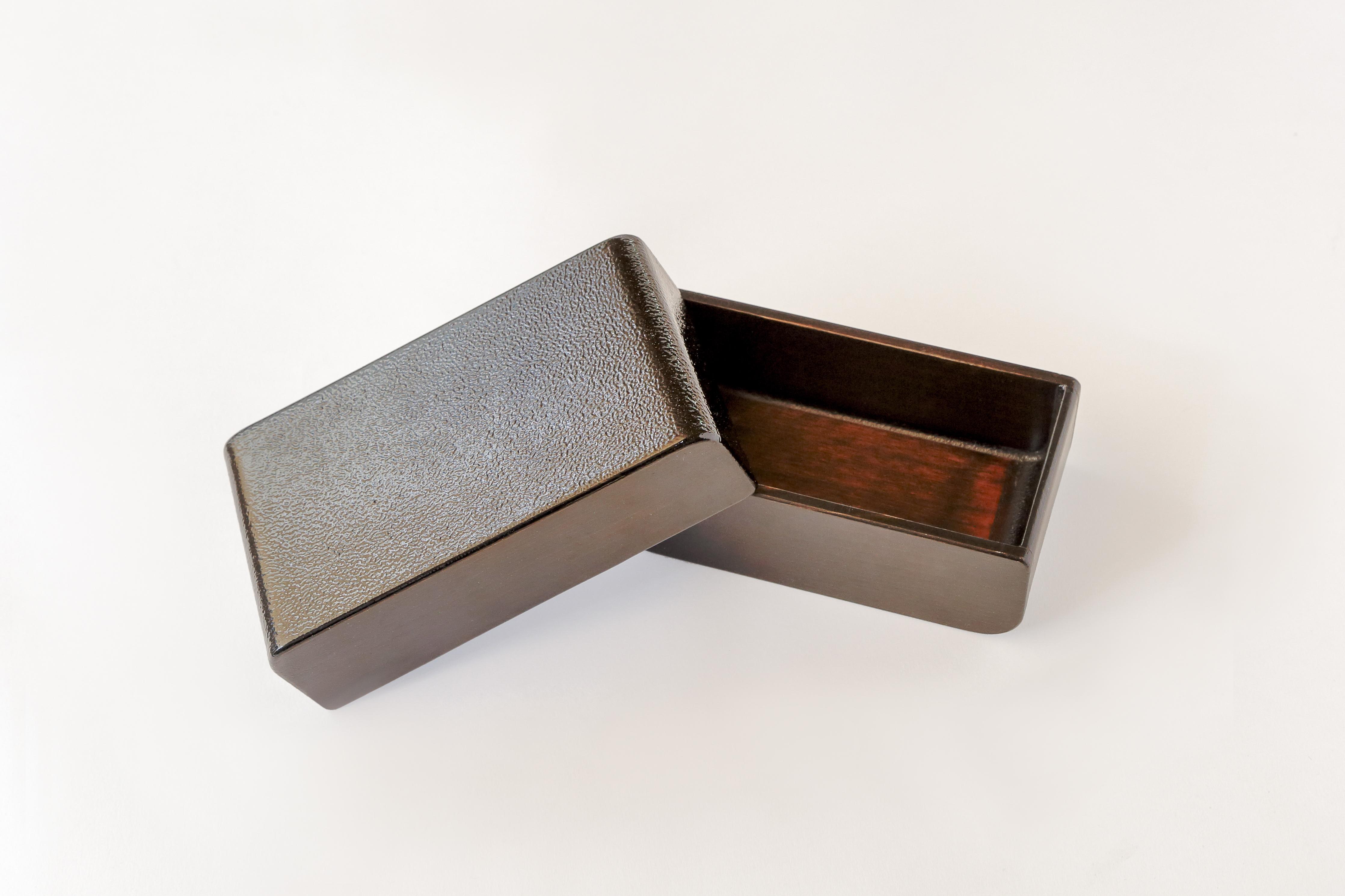 カブセル 弁当箱 黒漆たたき仕上げ(中)