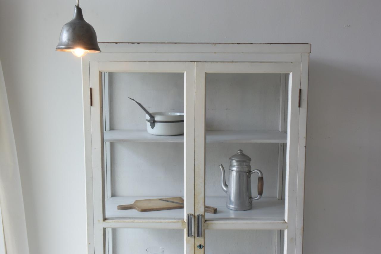 引取限定 スッキリシンプルなデザインの白い食器棚
