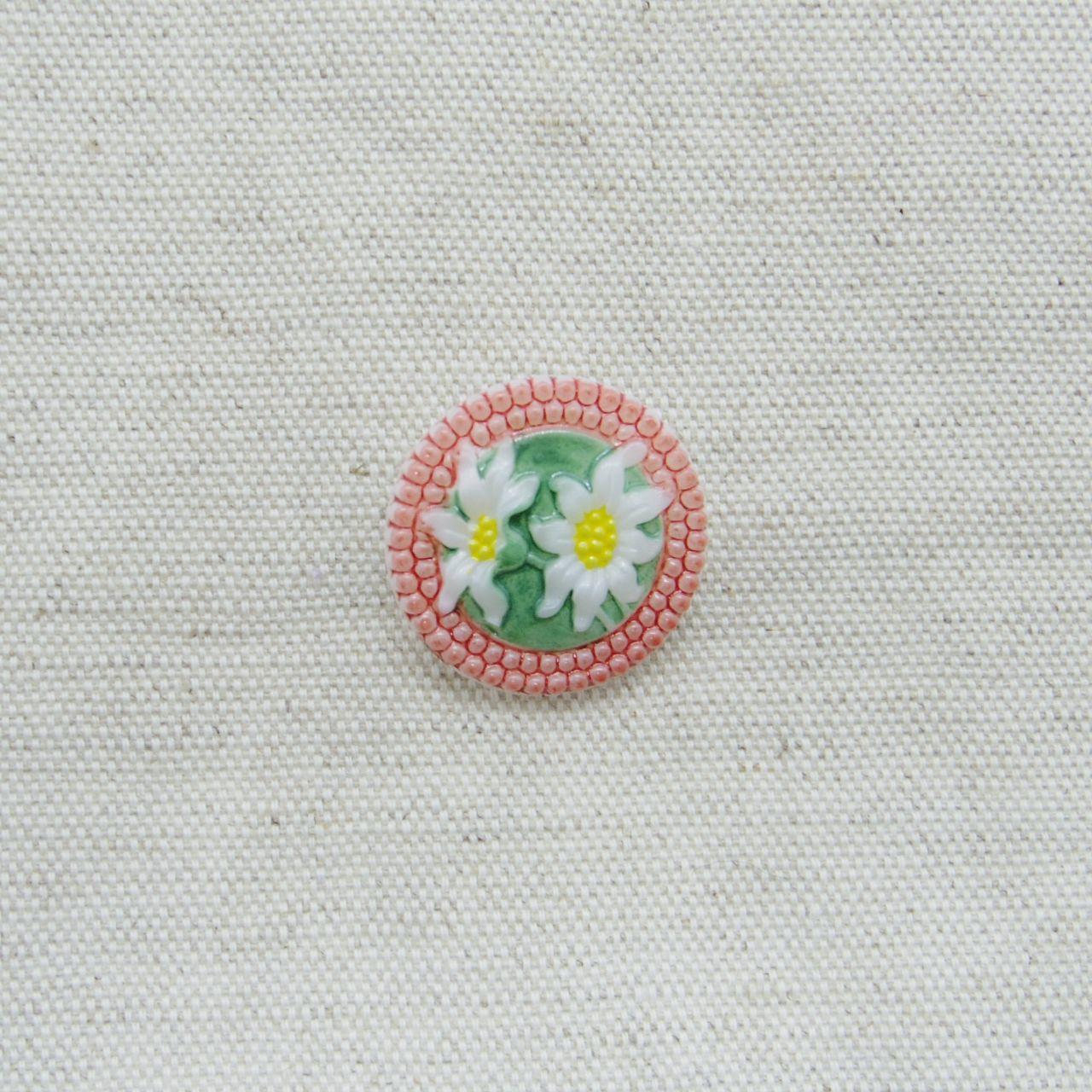 【チェコガラスボタン】エーデルワイス・赤 ::: 中2.3cm