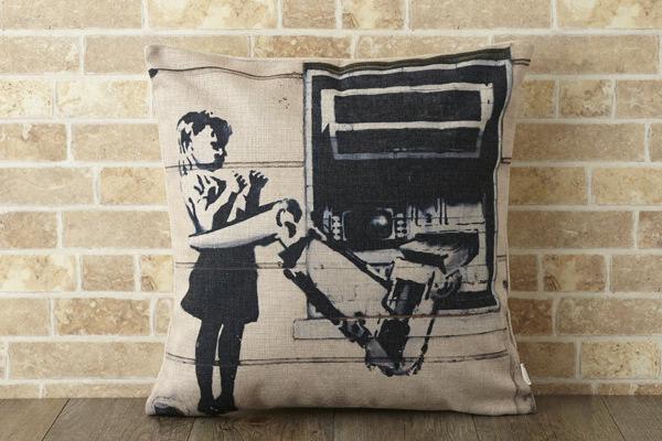 バンクシー Banksy クッションカバー アームホールドガール