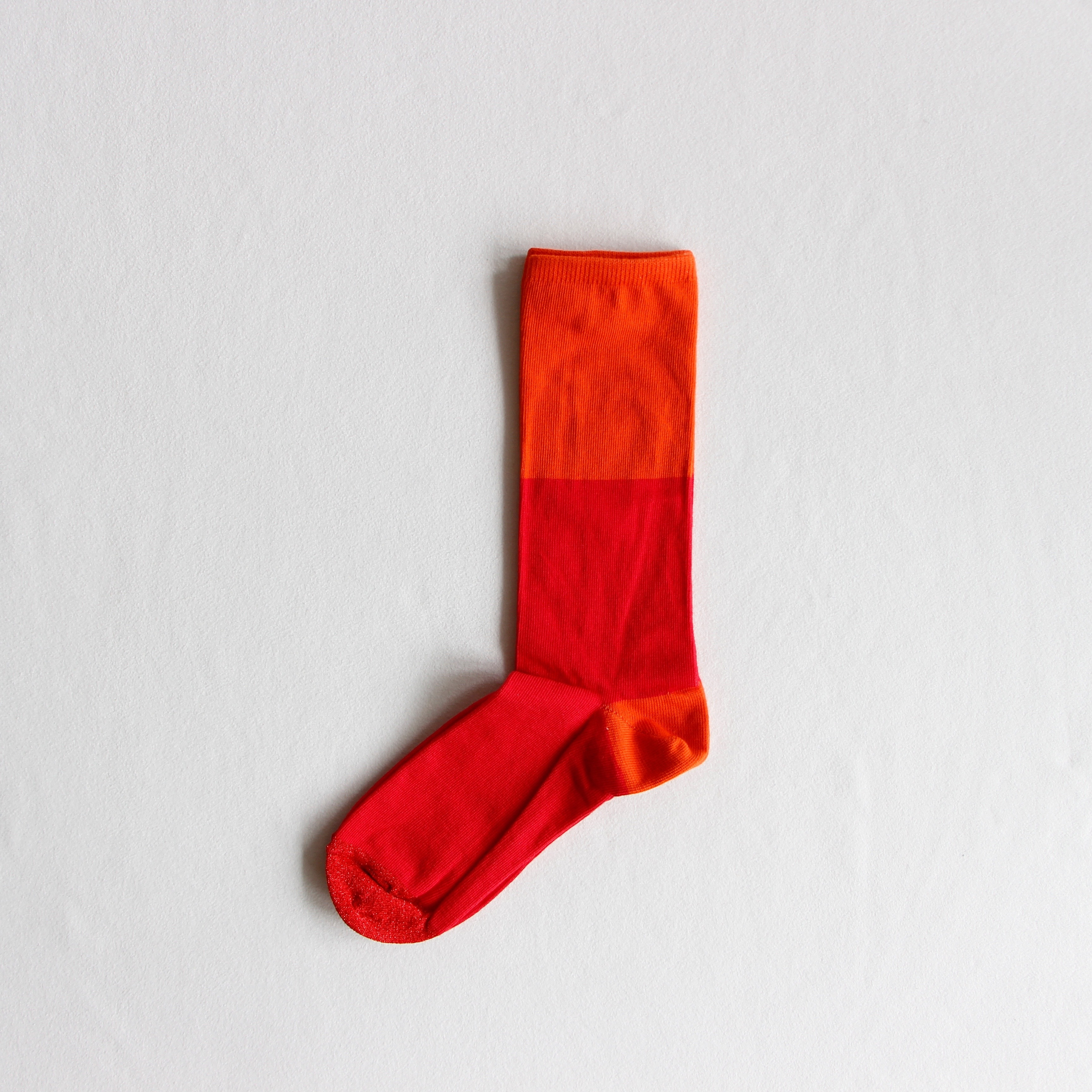《suis moi》3 tone regular socks / cherry / ladies