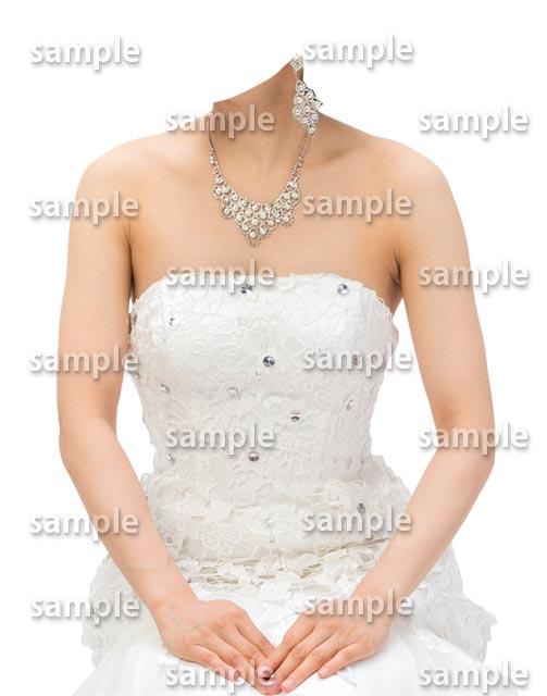 女性ウェディングドレス正面