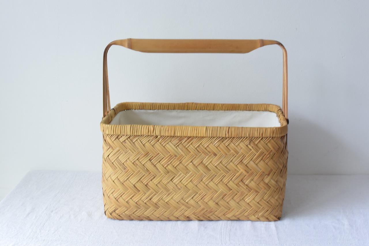竹筒持ち手の竹籠