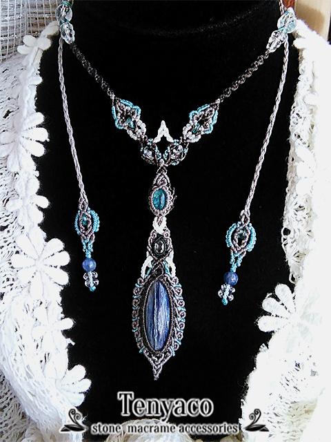 ブルーアパタイトとカイヤナイトのマクラメペンダント