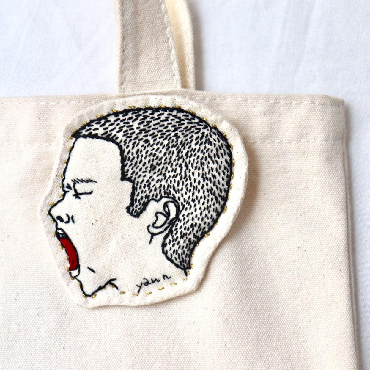 少年のハンドメイド刺繍ブローチ