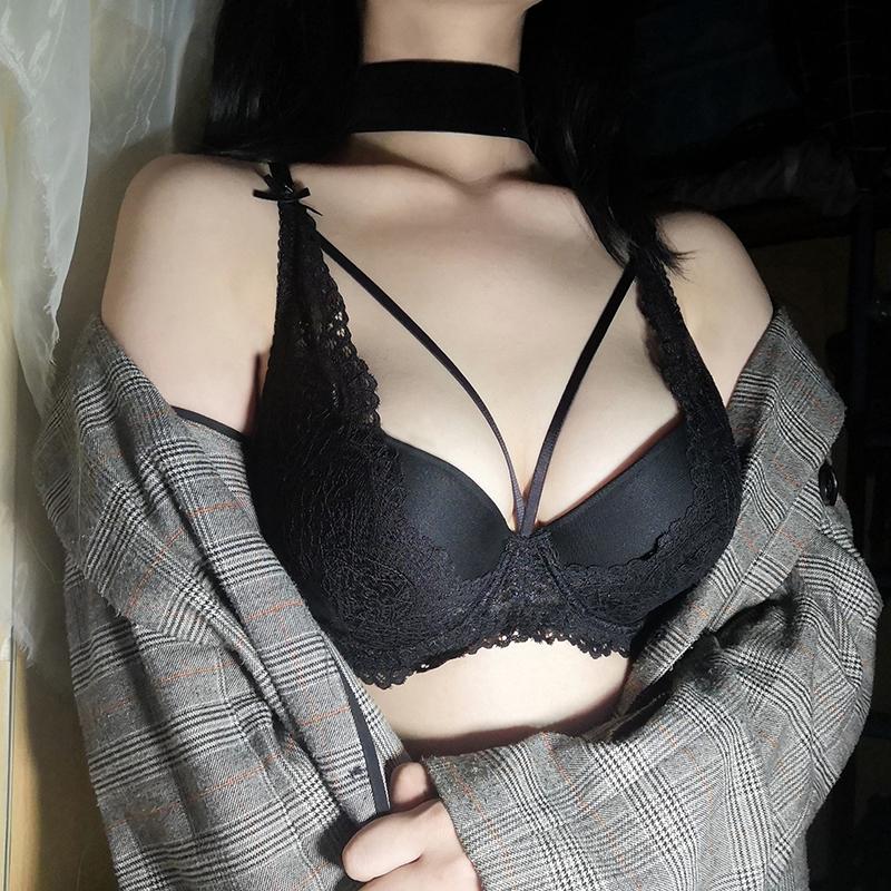 (A-Cカップ)【下着セット】透かし彫り切り替えセクシーワイヤーなしブラ&ショーツセット25049337