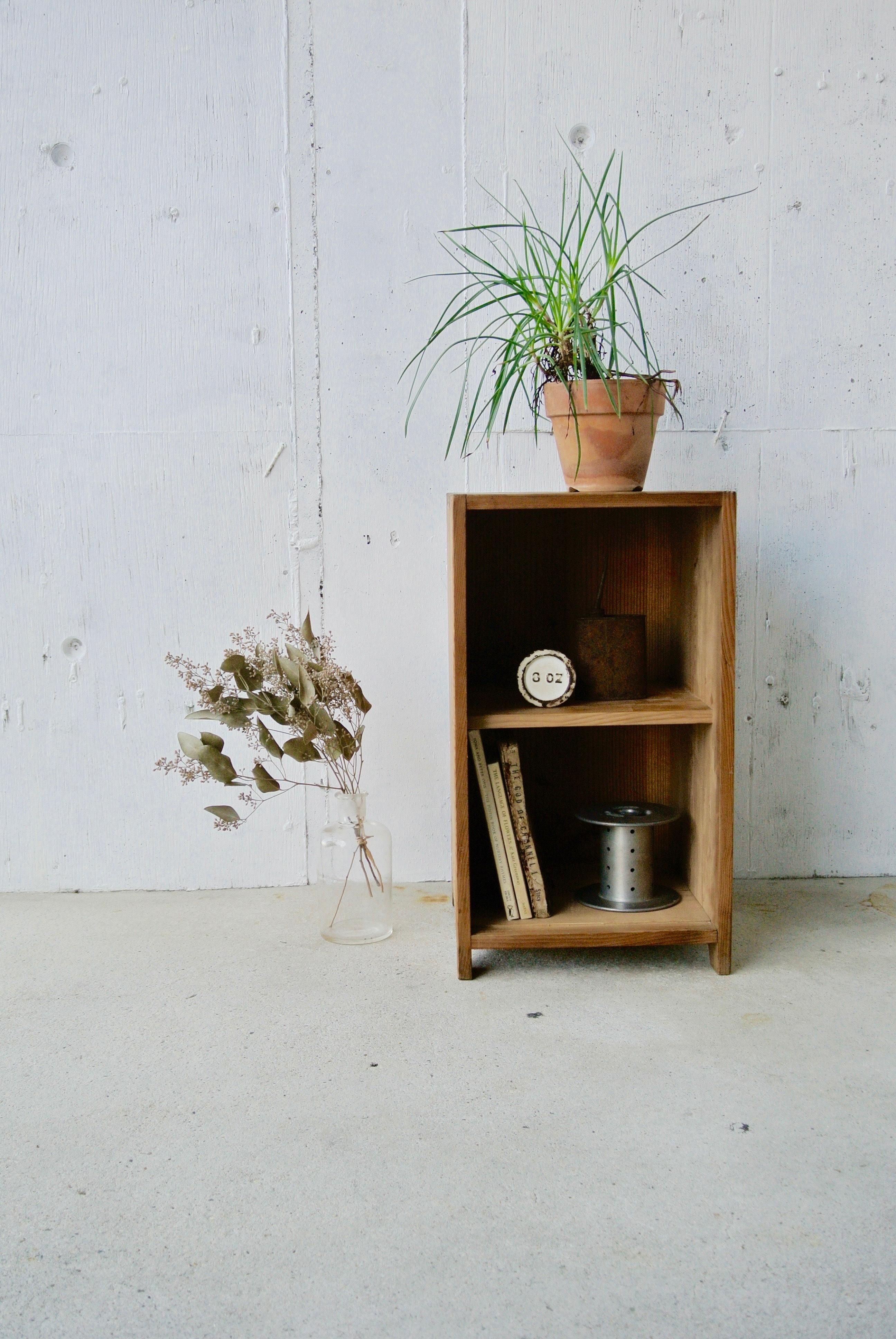 レトロな木味の収納棚[古家具]