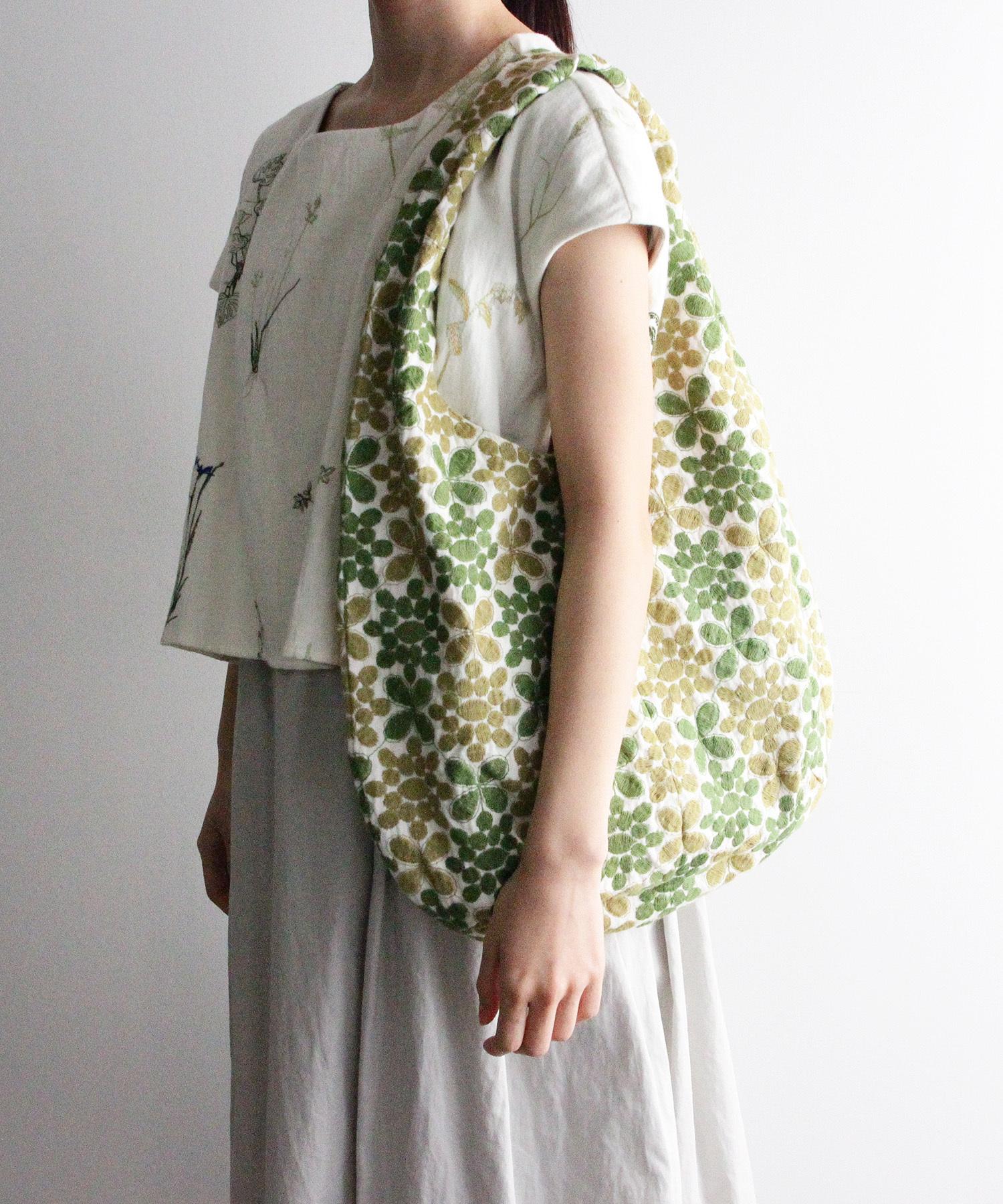 地面柄刺繍の丸型バック グリーン