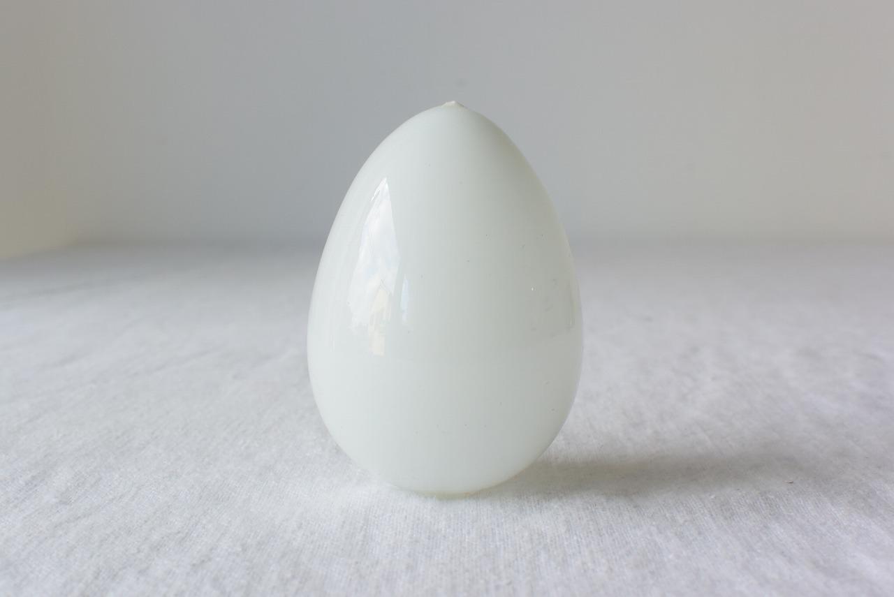 ミルクガラスの偽卵