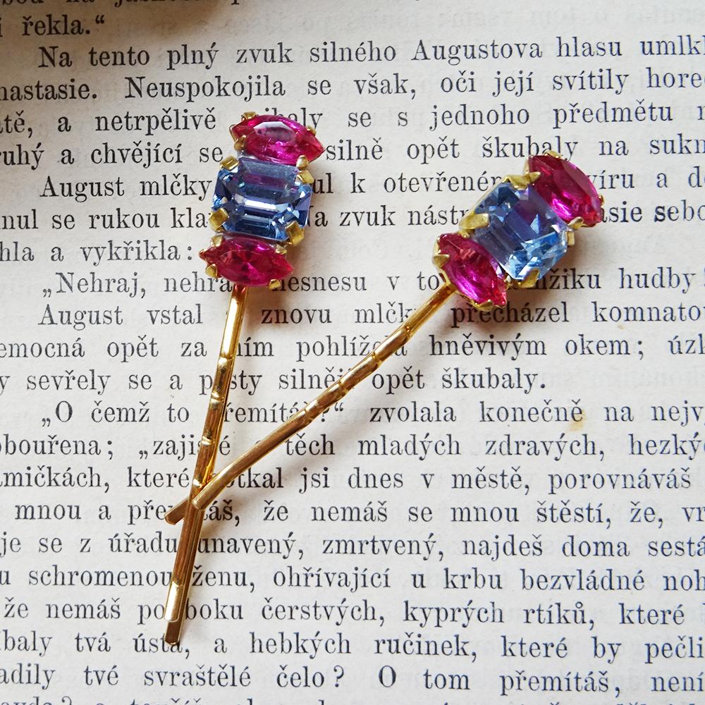 チェコスロバキア デッドストックのビジューピン  / ピンク x ブルー