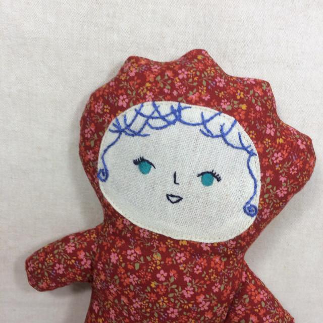 赤の花柄の子(ぬいぐるみ 人形)