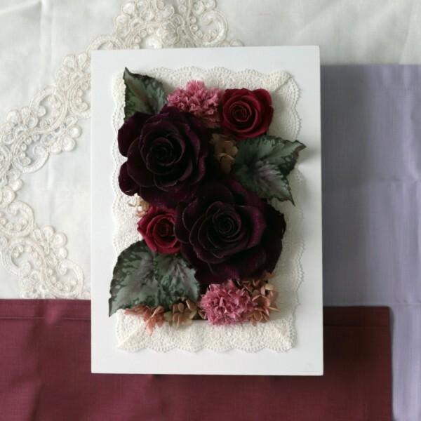 歓送迎会の贈り物に【プリザ】大輪バラとカーネーションのフレームアレンジ