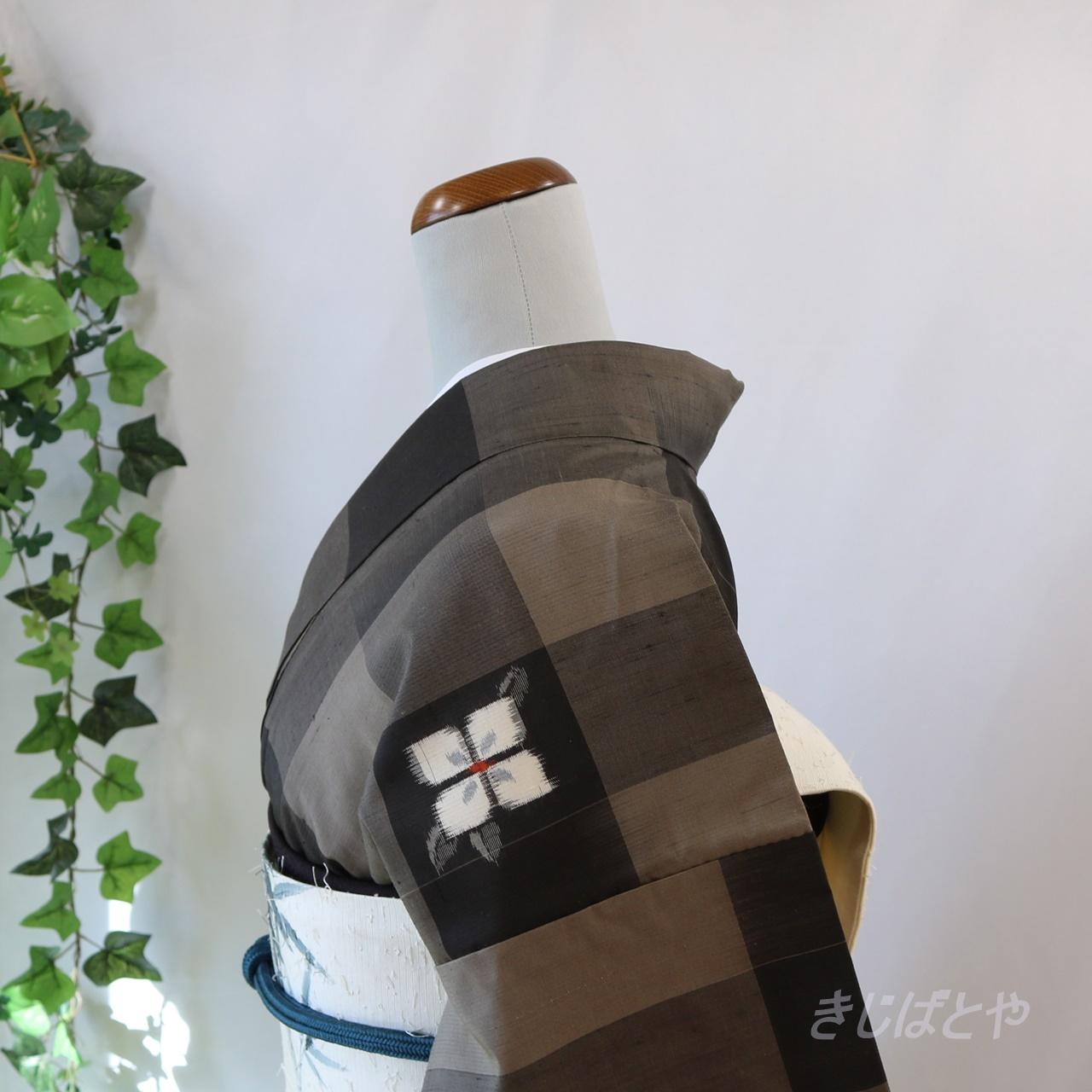 正絹紬 茶と黒の市松格子に白花の小紋 袷