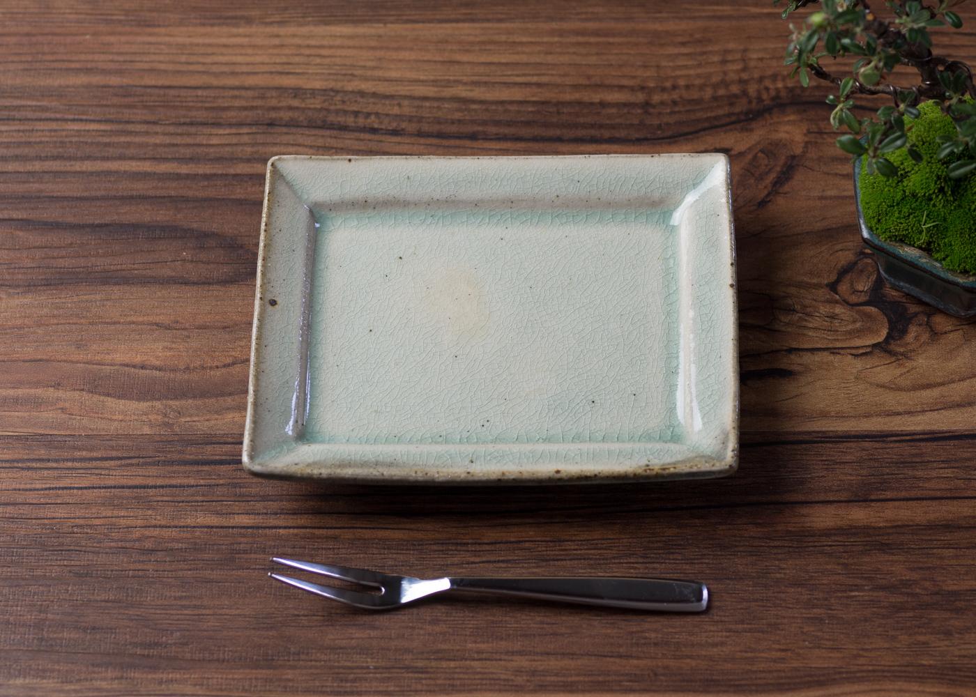 灰釉 粉引 角小皿 1/くるり窯