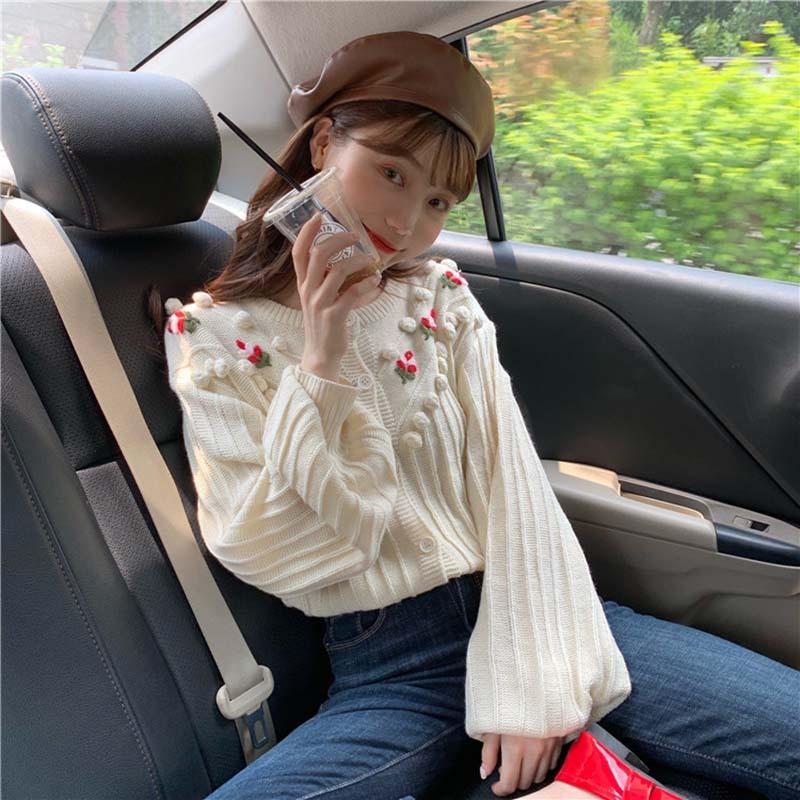 【送料無料】ガーリーなニットカーデ ♡ フェミニン ボンボン付き 大人可愛い 花刺繍 カーディガン トップス