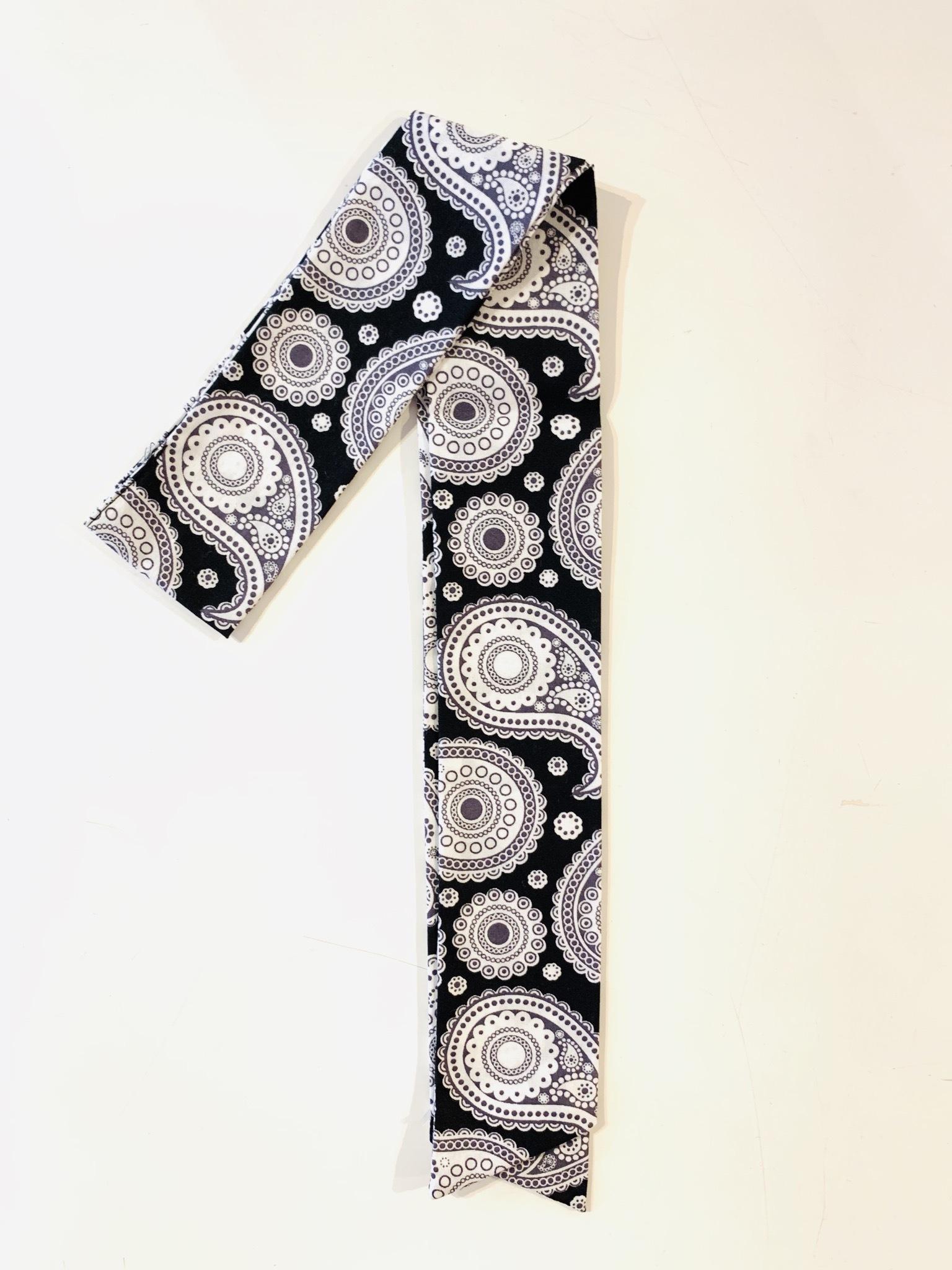 スカーフチャーム ホワイト×ブラック