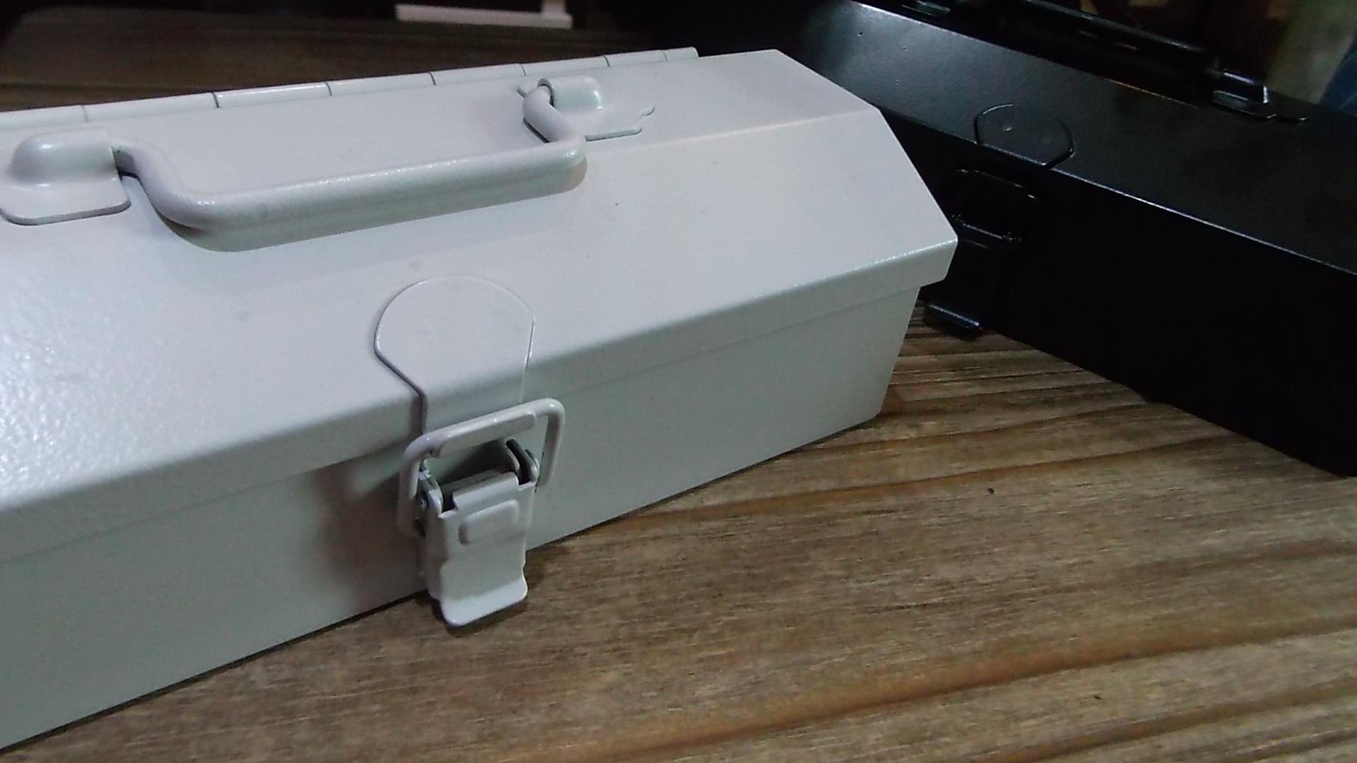 スタイリッシュで小さな工具箱