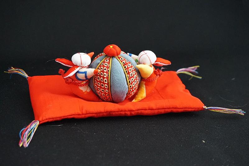 着物、和服の古布人形「うさぎさんと鞠」 - 画像2