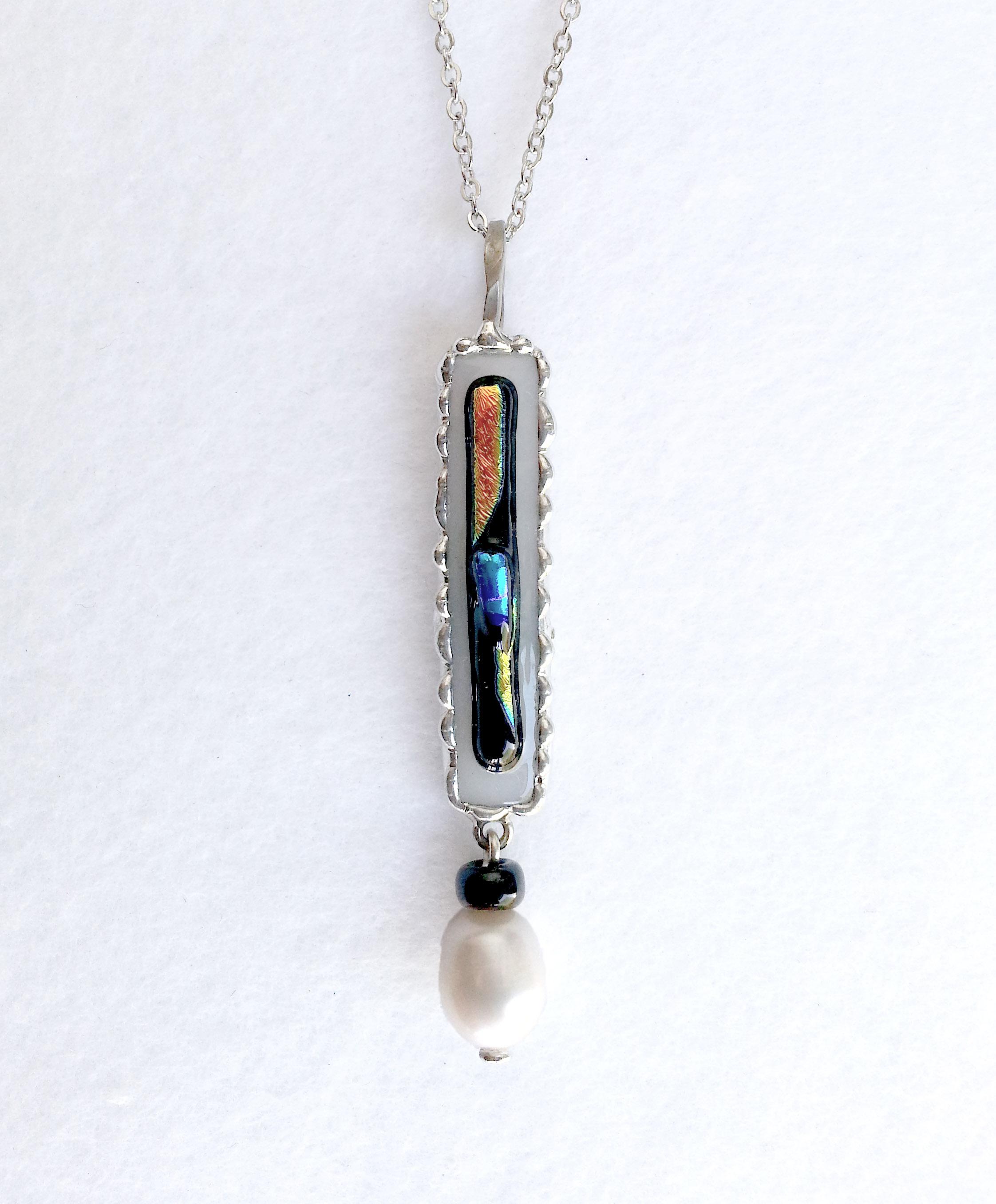 ガラスジュエルと淡水パールのネックレス