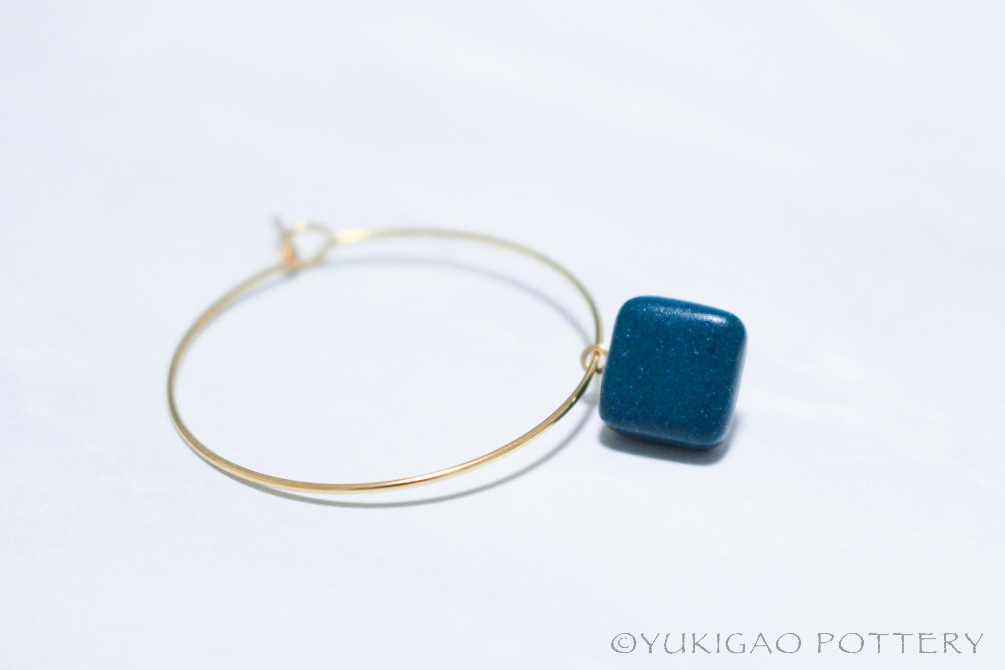 磁器のフープピアス【Peacock Blue】 *片耳分
