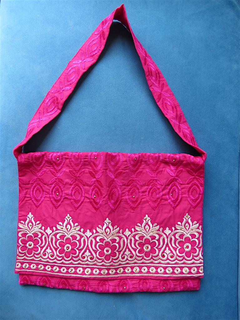 刺繍で上品な少し大人なこだわり生地で作られた Special Tote bag 1
