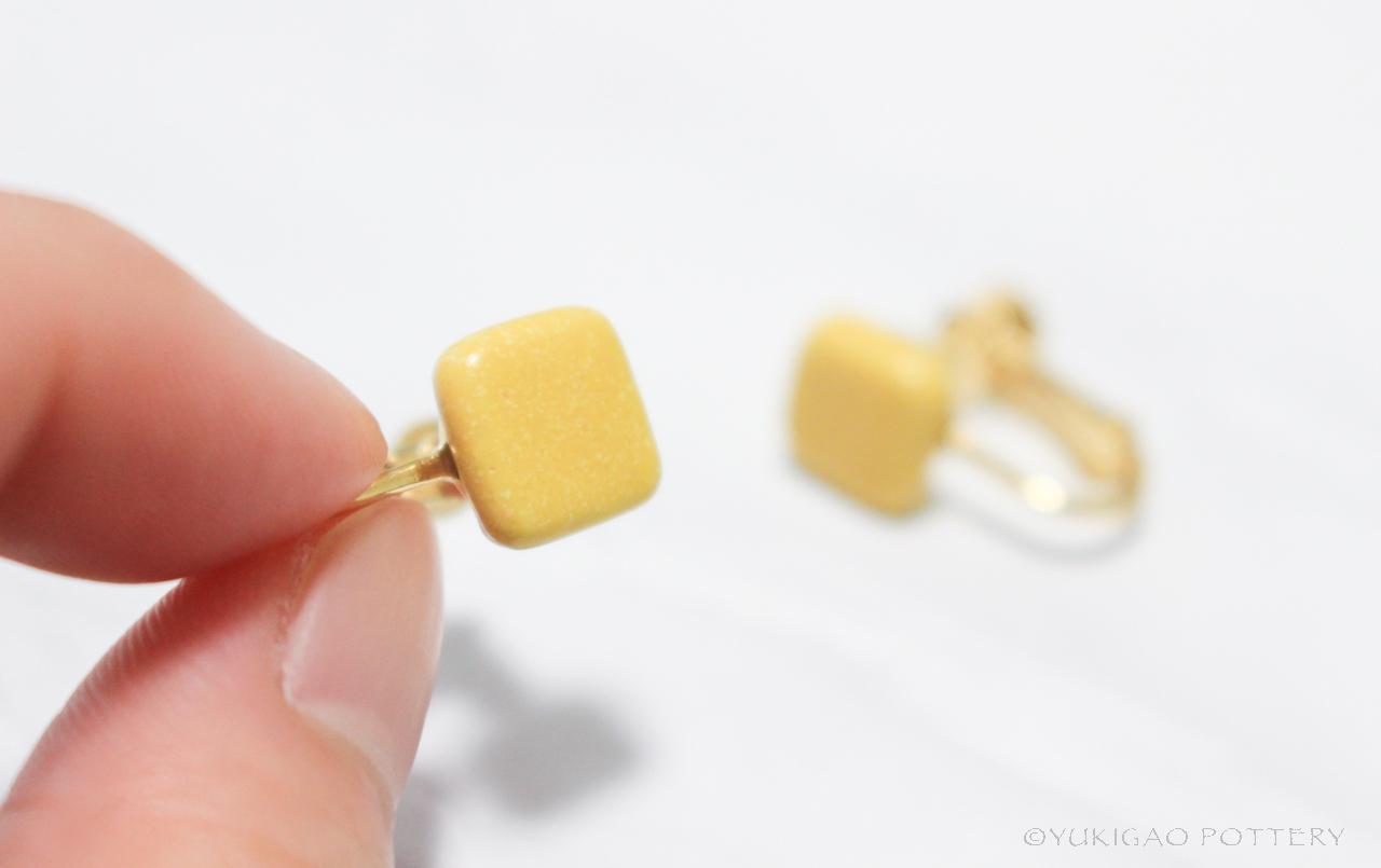 磁器のイヤリング【Mustard】