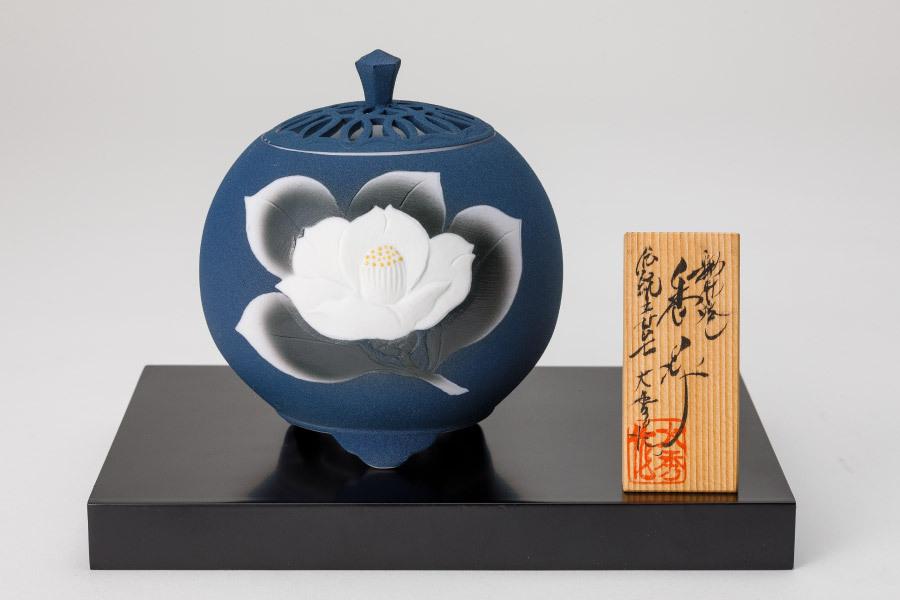瑠璃焼締椿彫香炉