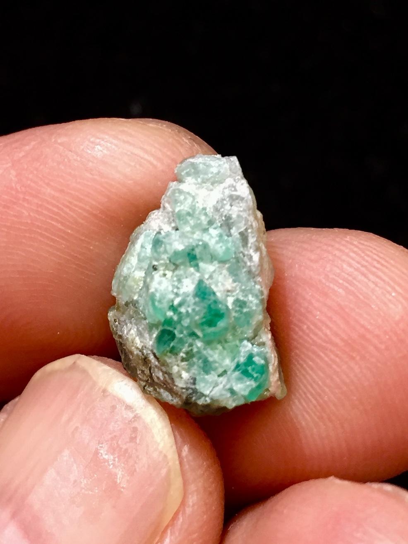 23) パライバ・トルマリン原石