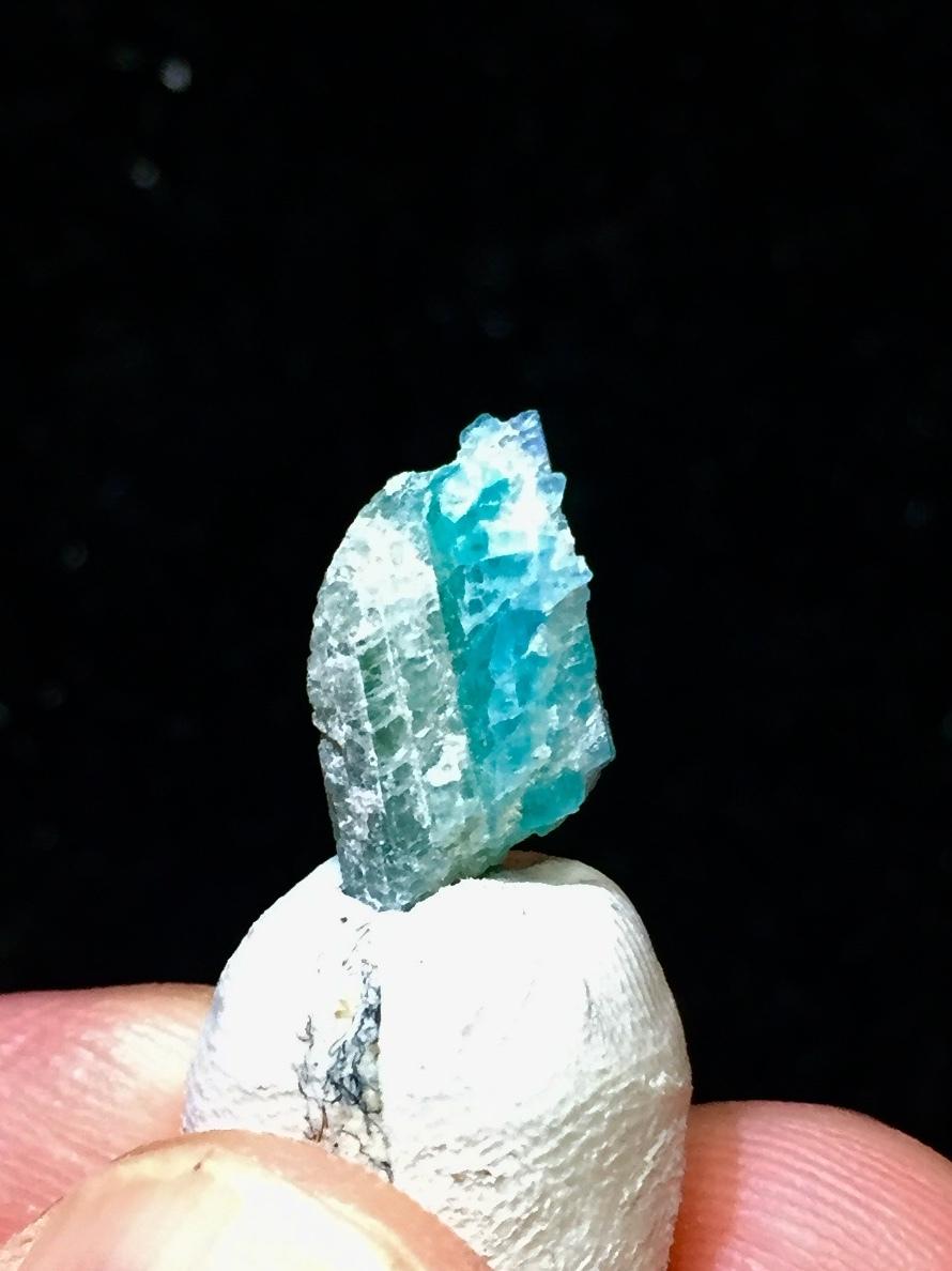 36) パライバ・トルマリン原石