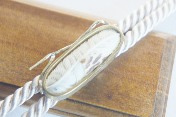 鹿角彫刻のループタイ(羽根A)