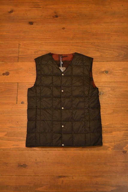 TAION / REVERSIBLE V NECK DOWN VEST