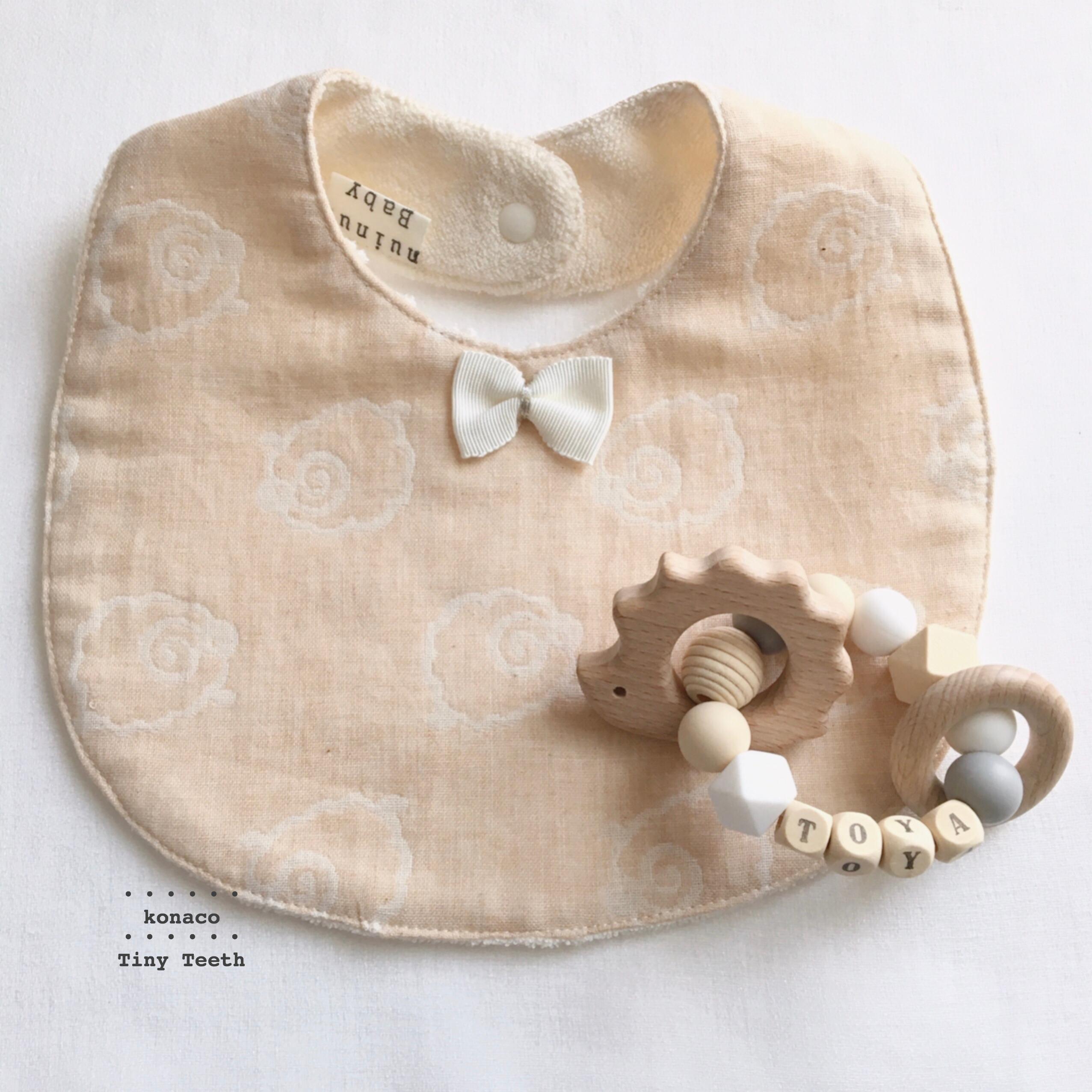 ベビーギフトセット✤歯固めとオーガニックコットンスタイ✤出産祝い✤お名前入り✤Tiny Teeth™