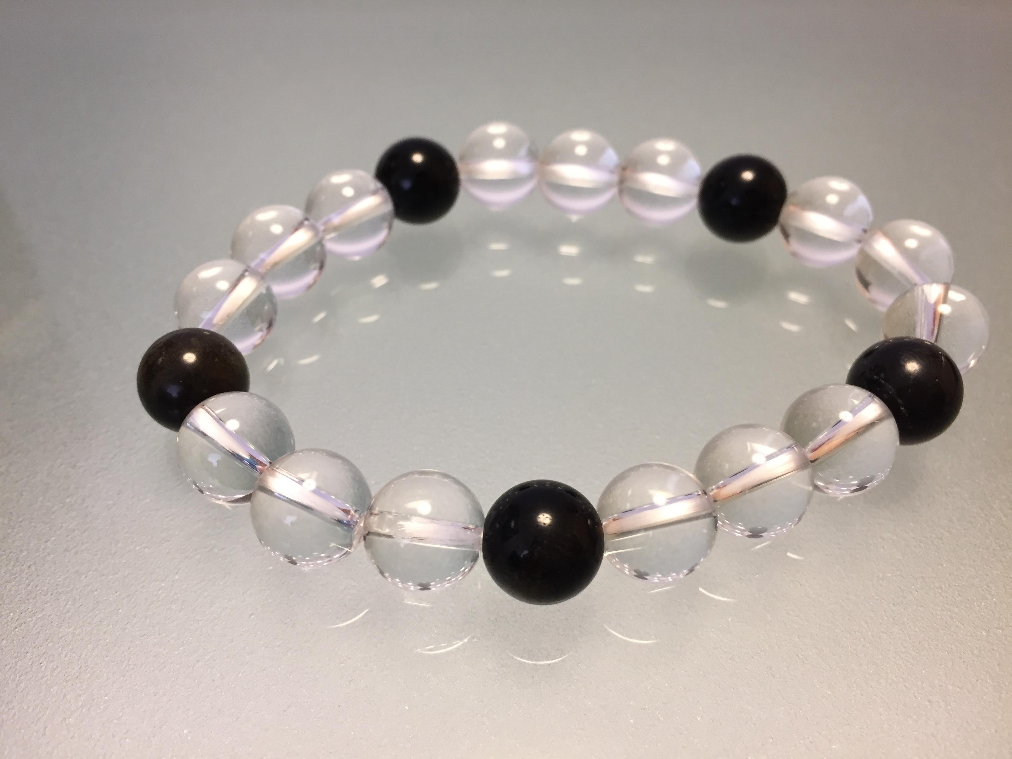 水晶&オニキス 10mm                       水晶(クォーツ)の浄化作用とオニキスのヒーリング効果で穏やかに!